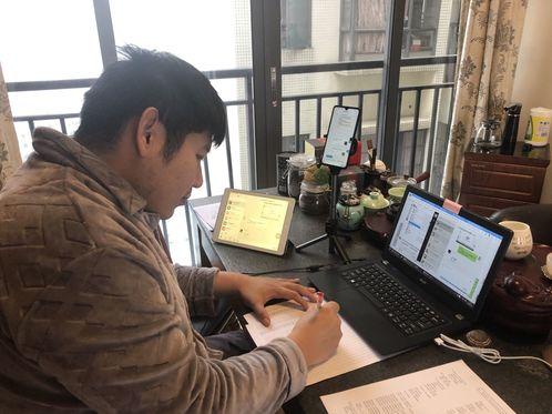 中山民进会员王云龙利用网络做好班主任工作。.jpg